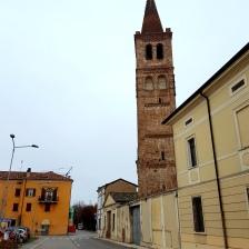 Torre em frente a Praça Guglielmo Marconi
