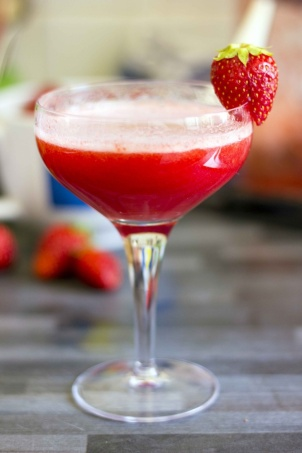 1705-rossini-cocktail-spring-cocktail-recipes-drink-strawberries-and-champagne