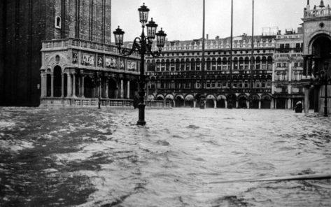Veneza - acqua alta 1966 (La Presse)